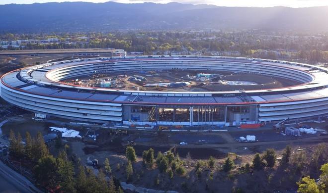 Drohnenvideo zeigt Schlussarbeiten am Apple Park