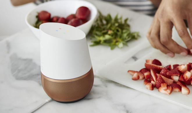Google Home im Test: Google Assistant vs. Siri vs. Alexa