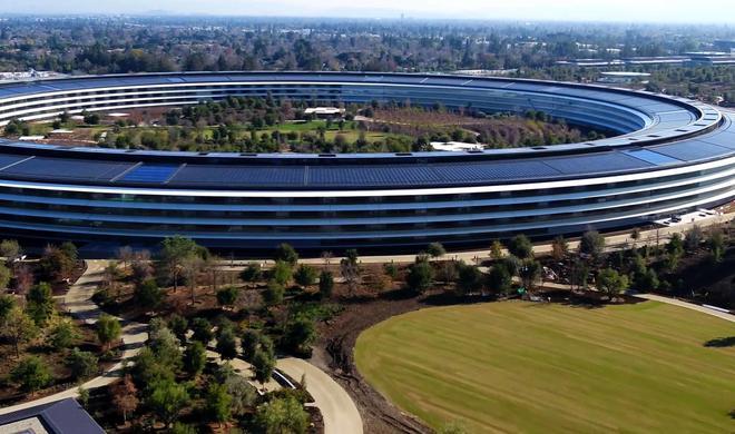 Mitarbeiter im Apple Park bekommen alle Stehtische