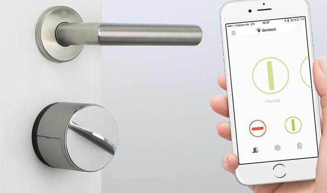 Haustürschloss mit iPhone-Schlüssel bei Apple im Angebot