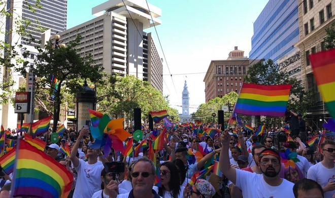 Apple feiert Pride Day: Tim Cook marschiert in San Francisco
