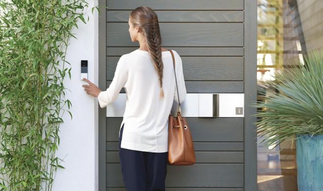 Sicherheit im smarten Zuhause dank Kameras, Klingeln und Rauchmeldern