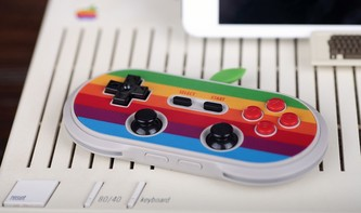 Geniales Gamepad im Retro-Apple-Design