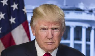 """Über die Hintertreppe """"getrumpelt"""": US-Präsident trifft Apple-Partner Foxconn"""